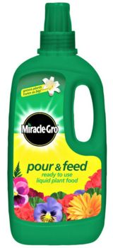 Miracle-Gro 1L Pour & Feed Liquid Plant Food  2953572